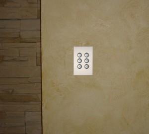 Умный дом: 6-клавишная панель в белом стекле