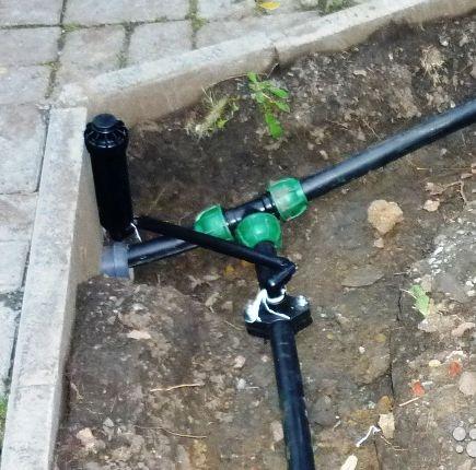Монтаж роторного спринклера жёстким коленом и седелкой на трубу