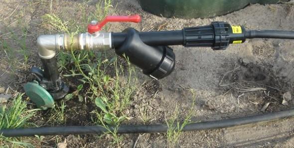 Узел для подключения капельных линий: кран, фильтр и редуктор давления воды